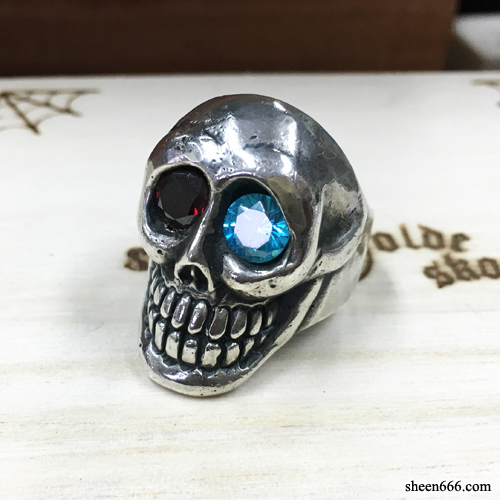 [STOCK -50%] Smile Skull Silver Ring with synthetic Stones 19호
